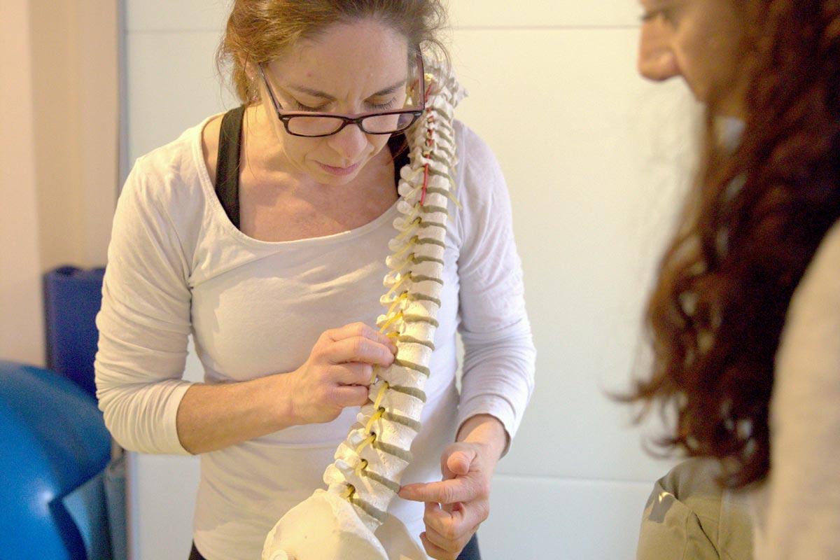 Die Physiotherapeutin Esther Maag erklärt Spiraldynamik® in ihrer Praxis.